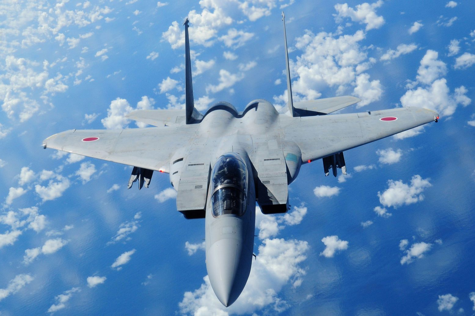 Top Gun Dual: Japan's F-15 vs. China's J-20 Stealth Fighter (Who
