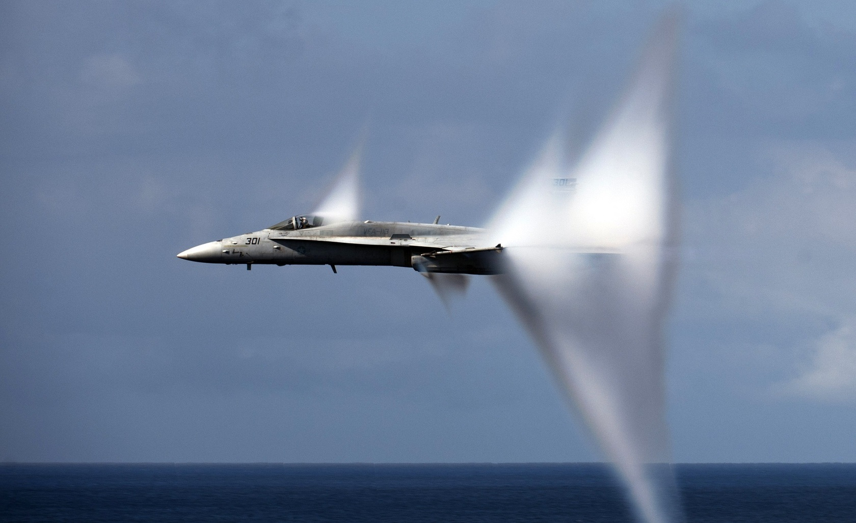 The Unknown Story of 4 Simultaneous F/A-18F Super Hornet Sonic Booms