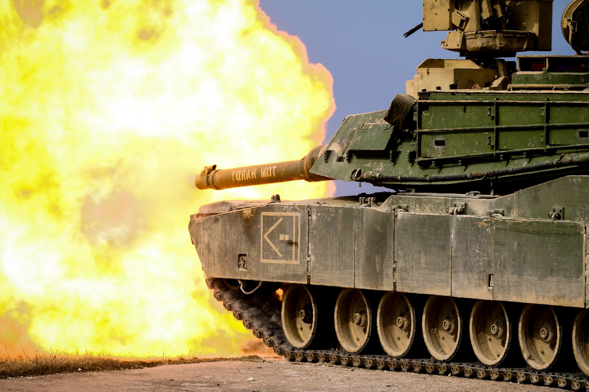 Watch an M1 Abrams Battle Tank Execute a Near-Perfect ...