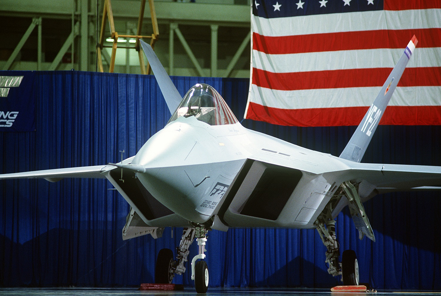 The Mighty F-52 Fighter: The Story of a Stealth Jet That Never Happenned