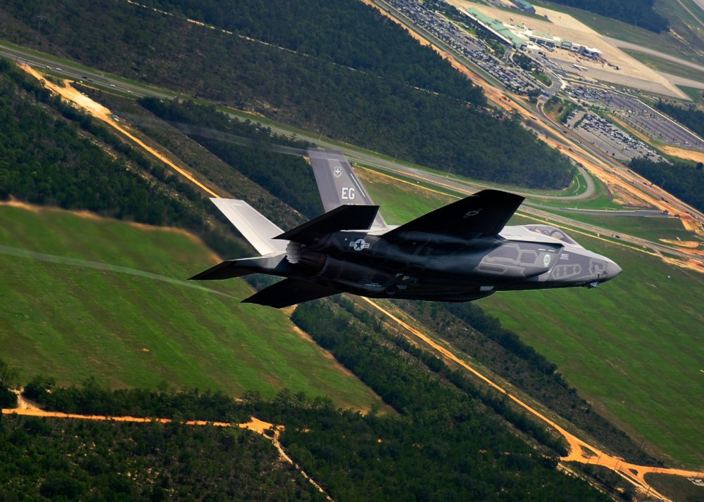 America's F-35 vs. F-16: Which One Wins In a Dogfight?