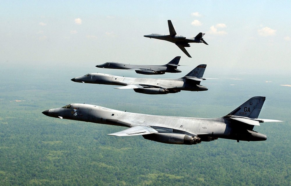Will the B-21 Stealth Bomber Force the B-1 Bomber Into