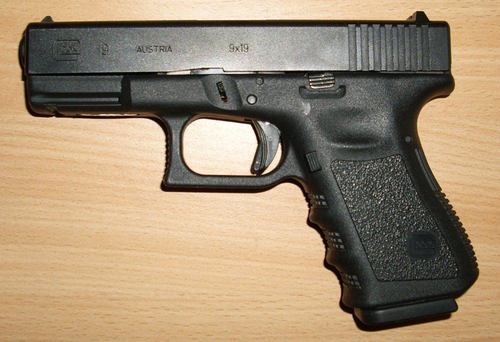 Showdown: Glock 19 vs  Sig Sauer P320 (Who Wins This Face