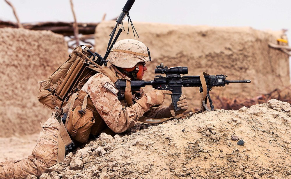 The U S  Marines Want the M27 Rifle to Replace the M16