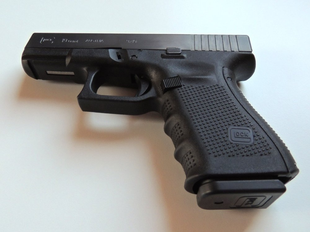 Glock vs  Sig Sauer: All of the Reasons Why the Navy SEALs
