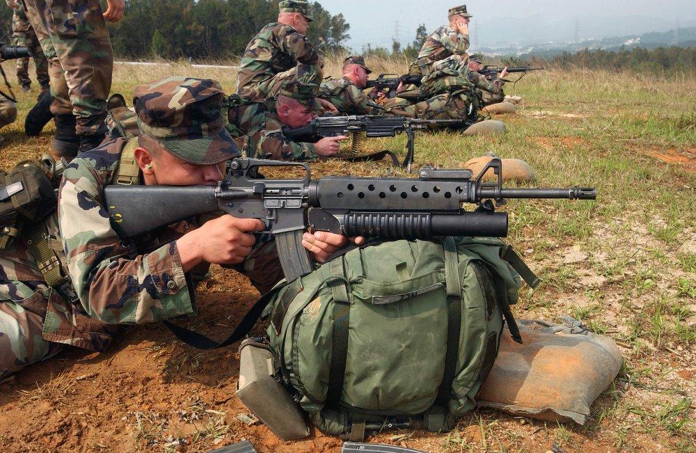 Notas curiosas: Historia falsa: el fabricante de juguetes Mattel ayudó a desarrollar el M-16 durante la guerra de Vietnam. - Página 2 M16A2_M203