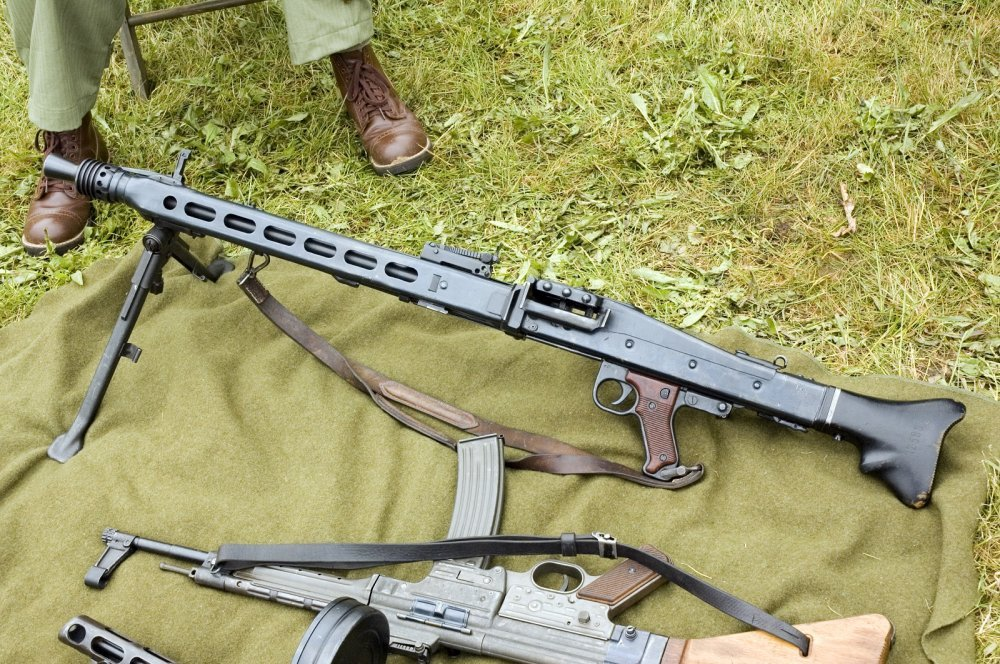 The MG42 Machine Gun Was Hitler's Buzz Saw (1,800 Rounds Per Minute