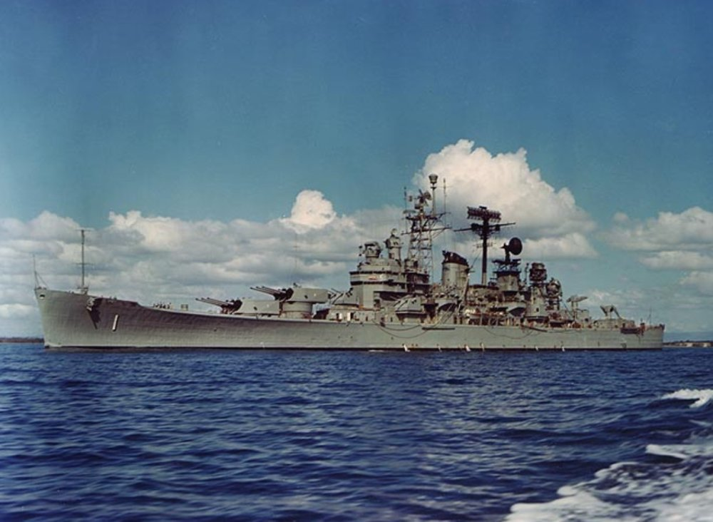 Notas curiosas: Aviones invisibles........en la Primera Guerra Mundial. - Página 3 USS_Boston_%28CAG-1%29_underway_in_Guantanamo_Bay_on_10_January_1967%20%281%29