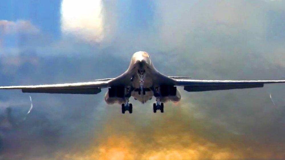 Bomber Deathmatch: Russia's Tu-160 vs. America's B-1B ... B1 Lancer Vs Tu 160