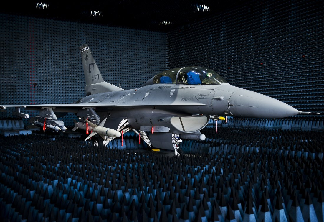F 22 Dna Why Lockheed Martin S New F 16 Block 70 Could