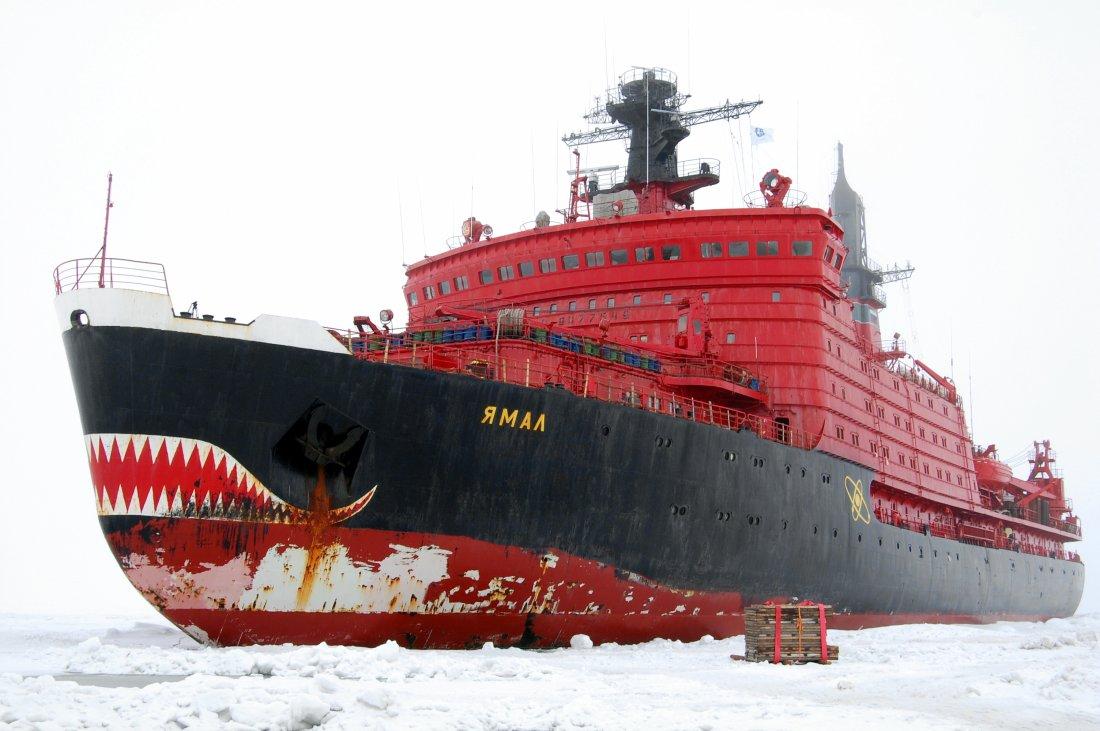 New Chinese military icebreaker 65