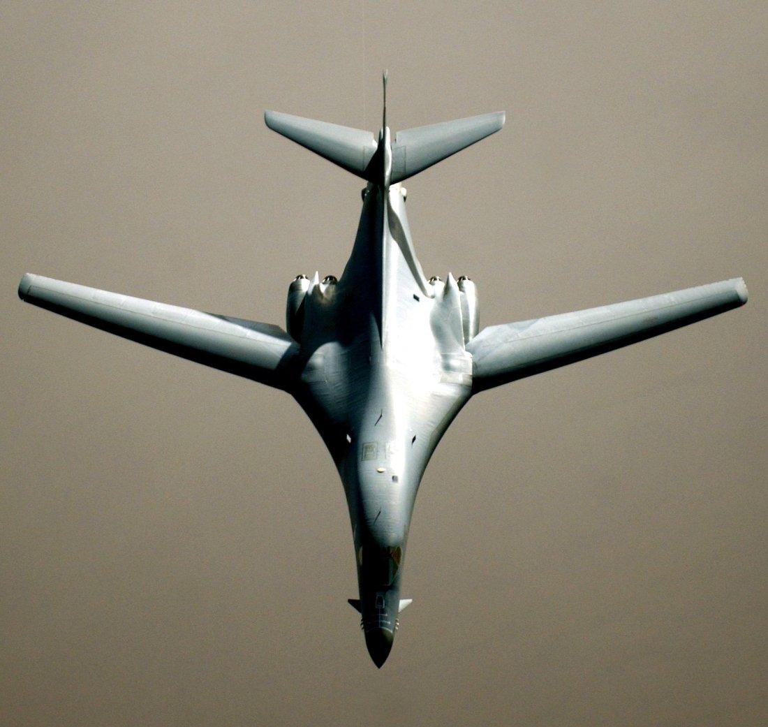 Bomber War: America's B-1B Lancer vs. Russia's Tu-160 (Who ... B1 Lancer Vs Tu 160