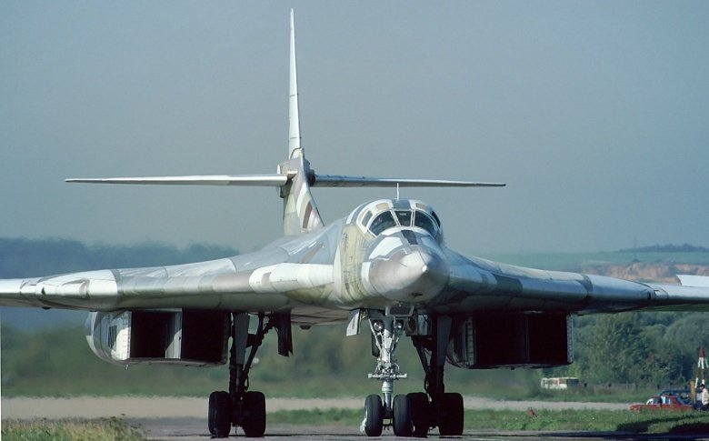 Russia's Deadly Tu-160 Bomber vs America's B-1: Who Wins ... B1 Lancer Vs Tu 160