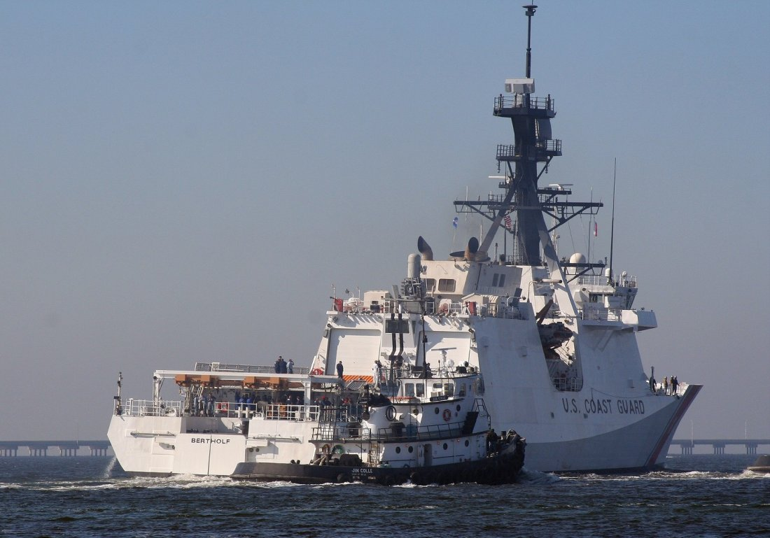 Two US military vessels transited Strait on Sunday