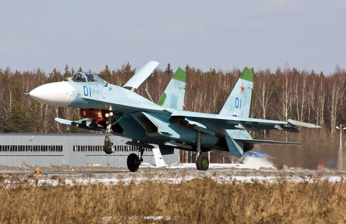 russia s deadly su 27 the plane that terrifies nato and buzzes its