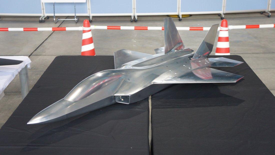 مشروع مقاتله الشبح Mitsubishi X-2 Shinshin اليابانيه على حافه الفشل واليابان تبحث عن بديل  Japan_12