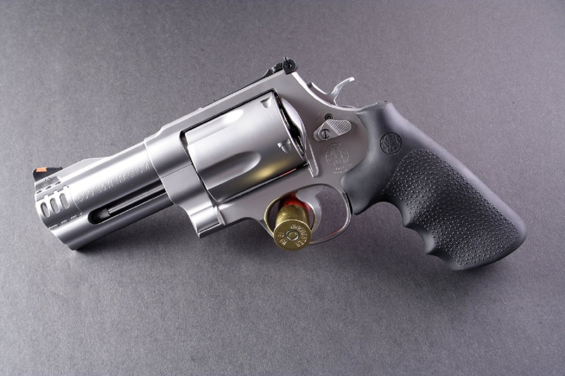smith wesson 500 the gun that has as much firepower as a rifle