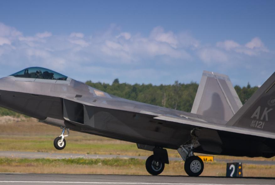 By Frank Kovalchek from Anchorage, Alaska, USA - F-22 Raptor back on terra firmaUploaded by High Contrast, CC BY 2.0, https://commons.wikimedia.org/w/index.php?curid=24575076