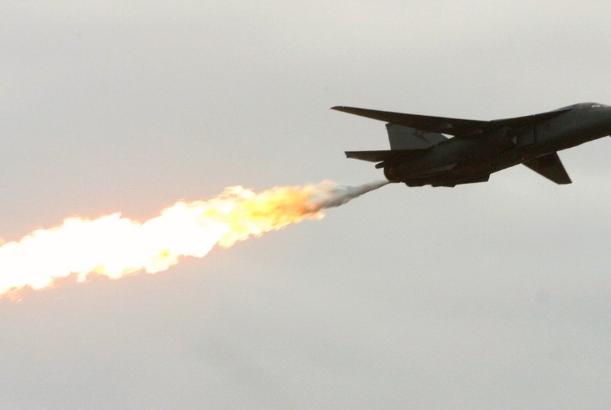 An Australian Air Force F-111 fighter dumps and burns fuel during a demonstration at the Australian International Airshow in Melbourne February 16, 2003. REUTERS/Glenn Hunt GH/JD