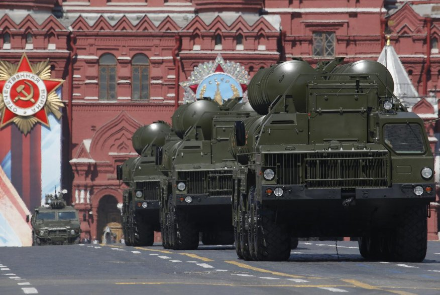 Russian S-400 Triumph medium-range and long-range surface-to-air missile systems drive during the Victory Day parade, marking the 71st anniversary of the victory over Nazi Germany in World War Two, at Red Square in Moscow, Russia, May 9, 2016. REUTERS/Ser