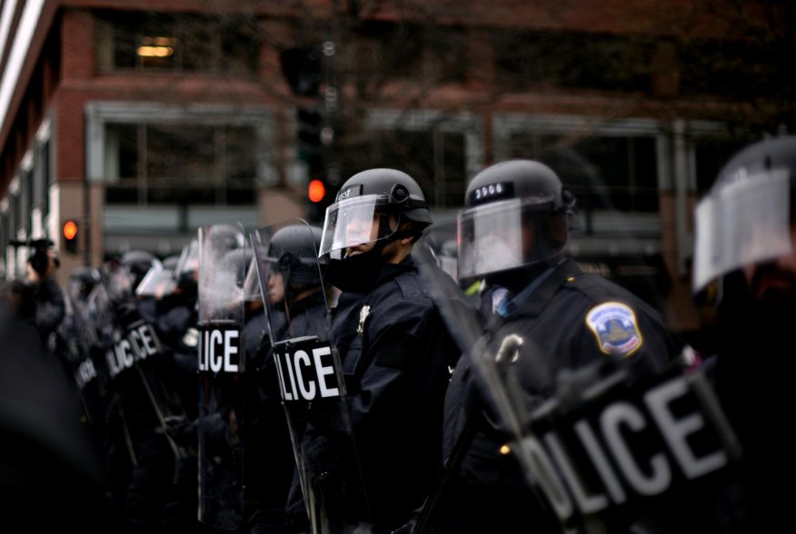 DC riot police form a line across K Street Northwest at 13th Street as protesters react to the swearing in of U.S. President Donald Trump in downtown Washington, U.S., January 20, 2017. REUTERS/James Lawler Duggan