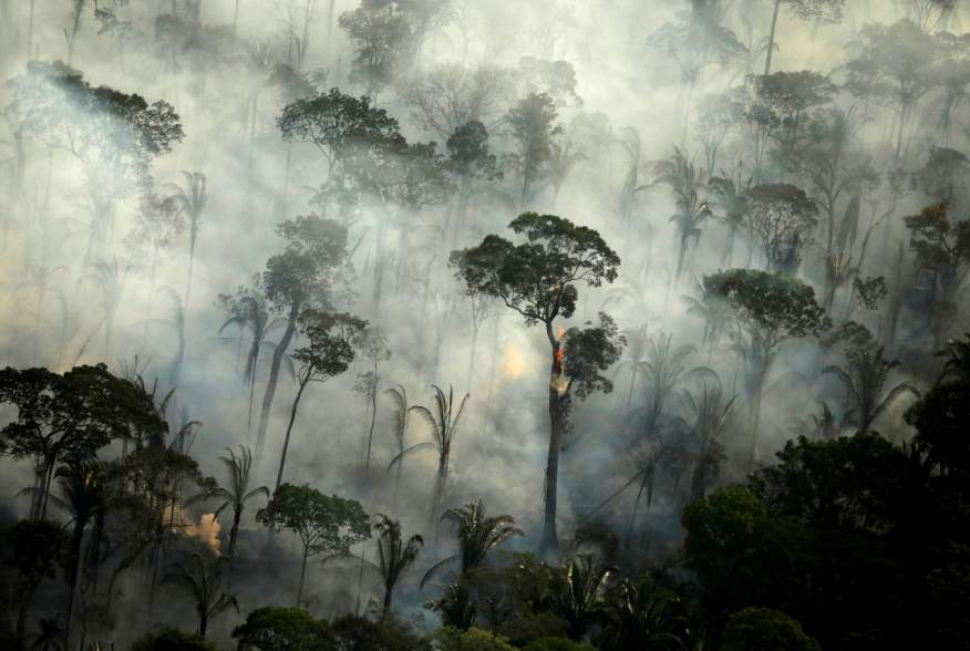 FILE PHOTO: Smoke billows from a fire in an area of the Amazon rainforest near Porto Velho, Rondonia State, Brazil, September 10, 2019. REUTERS/Bruno Kelly/File Photo
