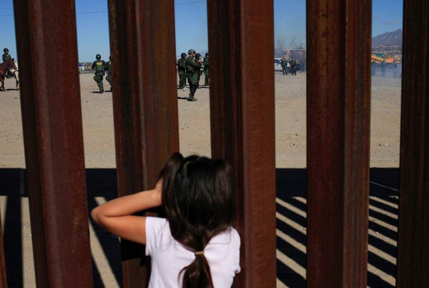 A child looks at U.S. Border Patrol agents conducting a training exercise at the border fence between Ciudad Juarez, Mexico and Sunland Park, U.S., as seen from Ciudad Juarez, Mexico January 31, 2020. REUTERS/Jose Luis Gonzalez