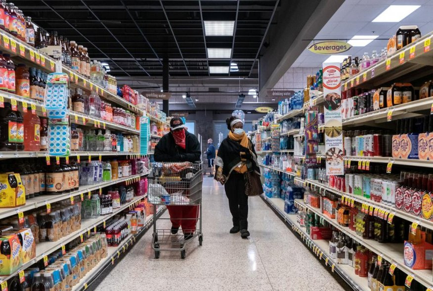 Shoppers browse in a supermarket while wearing masks to help slow the spread of coronavirus disease (COVID-19) in north St. Louis, Missouri, U.S. April 4, 2020. Picture taken April 4, 2020. REUTERS/Lawrence Bryant