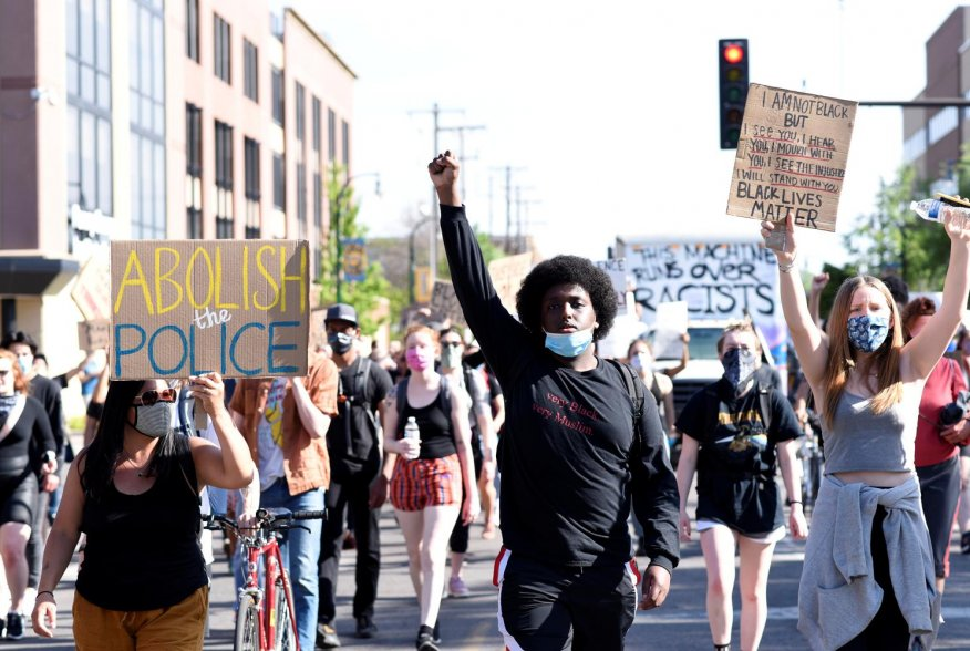 Demonstrators march down Chicago Ave during sixth day of demonstrations after the death in police custody of George Floyd in Minneapolis, Minnesota, U.S. May 31, 2020. REUTERS/Nicholas Pfosi