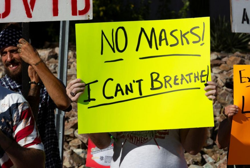 Protestors demonstrate outside the home of Tucson's Mayor Regina Romero in opposition to the new mask mandate to prevent the spread of the coronavirus disease (COVID-19) in Tucson, Arizona, U.S., June 20, 2020. REUTERS/Cheney Orr