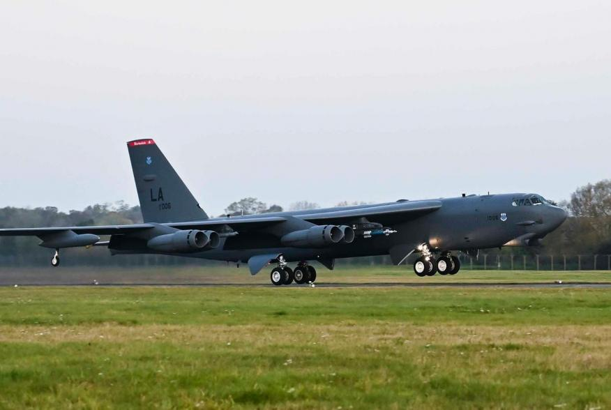 https://www.dvidshub.net/image/5875729/b-52-takes-off-support-training-with-norwegian-partners