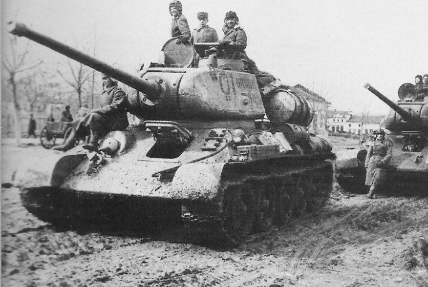 By fotoreporter sovietico sconosciuto - scan da 'Soviet tanks in combat 1941-1945' di S.Zaloga,J.Kinnear,A.Aksenov e A.Koshchavtsev; Concord publ. 1997., Public Domain, https://commons.wikimedia.org/w/index.php?curid=7906146