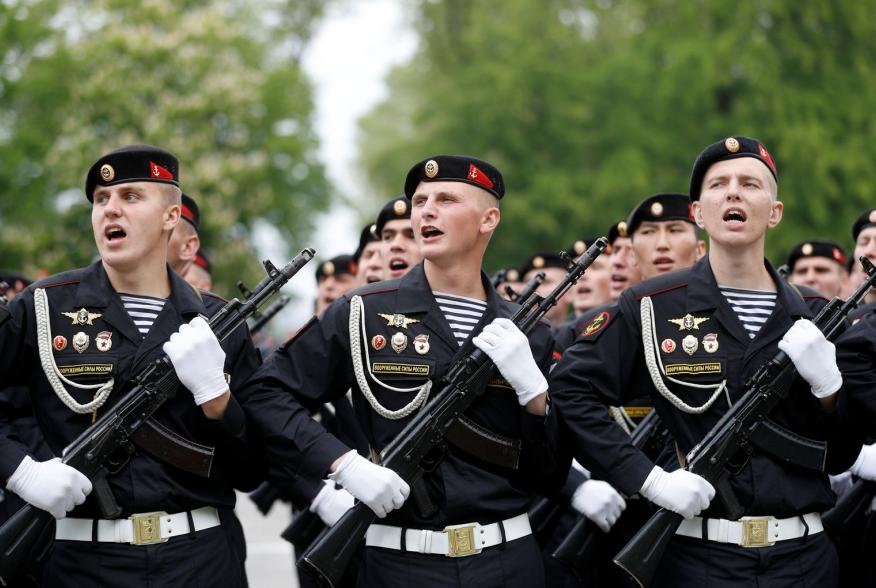 https://pictures.reuters.com/archive/RUSSIA-NAVY-PARADE-RC170918BB00.html