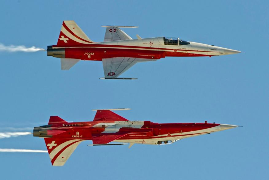By Peter Gronemann from Switzerland - Nothrop F-5E Tiger II (Patrouille Suisse), CC BY 2.0, https://commons.wikimedia.org/w/index.php?curid=29335332
