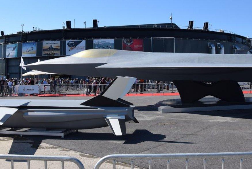 https://en.wikipedia.org/wiki/Sixth-generation_jet_fighter#/media/File:FCAS_NGF_mock-up_at_Paris_Air_Show_2019_(1).jpg