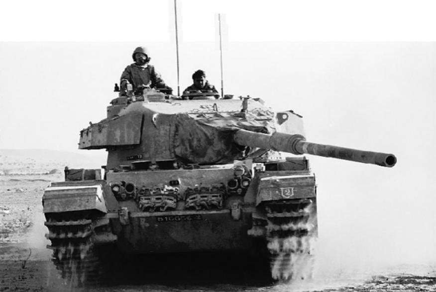 https://en.wikipedia.org/wiki/Yom_Kippur_War#/media/File:Israeli_Tank_Battles_Egyptian_Forces_in_the_Sinai_Desert_-_Flickr_-_Israel_Defense_Forces.jpg