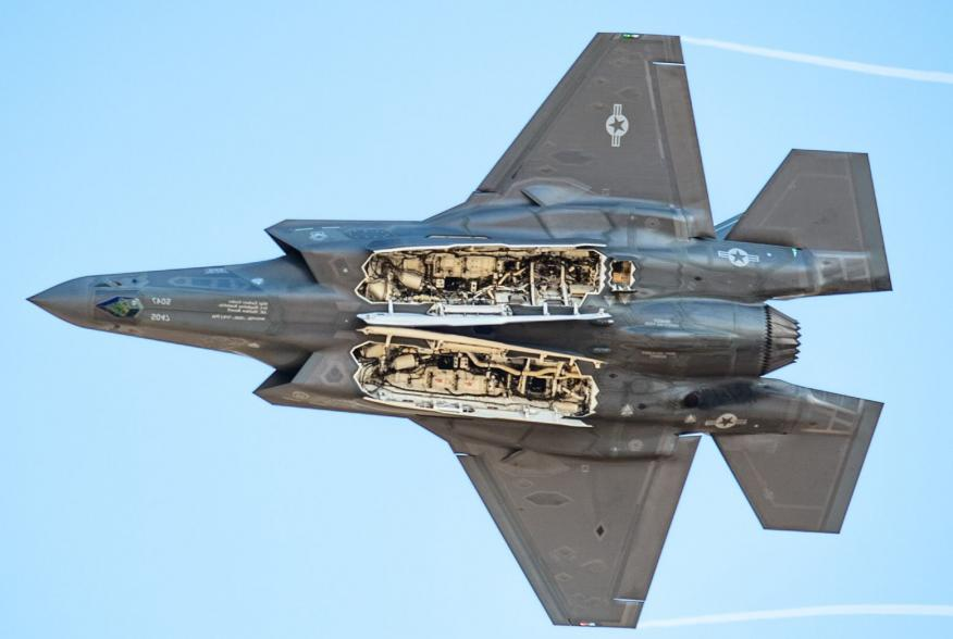 By U.S. Air Force photo by Senior Airman Alexander Cook - https://www.aetc.af.mil/News/Article/1739104/f-35-demo-team-pilot-practices-new-maneuvers/, Public Domain, https://commons.wikimedia.org/w/index.php?curid=78702133