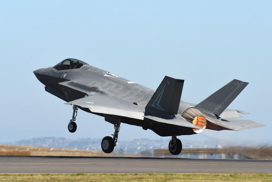 Geelong, AUSTRALIA – An F-35 Lightning II stationed at Luke Air Force Base, Ariz., departs the runway during the Australian International Airshow and Aerospace & Defence Exposition (AVALON) March 4. AVALON 2017 is an ideal forum to showcase U.S. defense a