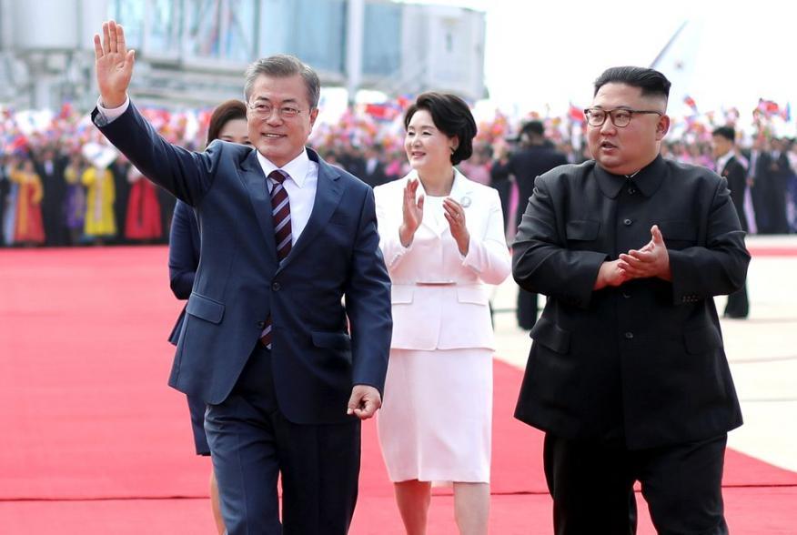 South Korean President Moon Jae-in and North Korean leader Kim Jong Un attend an official welcome ceremony at Pyongyang Sunan International Airport, in Pyongyang, North Korea, September 18, 2018. Pyeongyang Press Corps/Pool via REUTERS