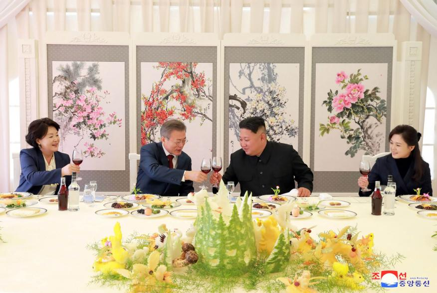 South Korea's first lady Kim Jung-sook, South Korean President Moon Jae-in, North Korean leader Kim Jong Un and his wife Ri Sol Ju toast during a luncheon, in this photo released by North Korea's Korean Central News Agency (KCNA) on September 21, 2018. KC