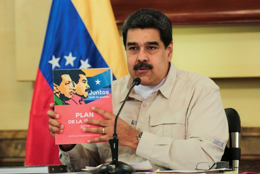 Venezuela's President Nicolas Maduro speaks during a meeting with ministers at Miraflores Palace in Caracas, Venezuela November 2, 2018. Miraflores Palace/Handout via REUTERS ATTENTION EDITORS - THIS PICTURE WAS PROVIDED BY A THIRD PARTY.