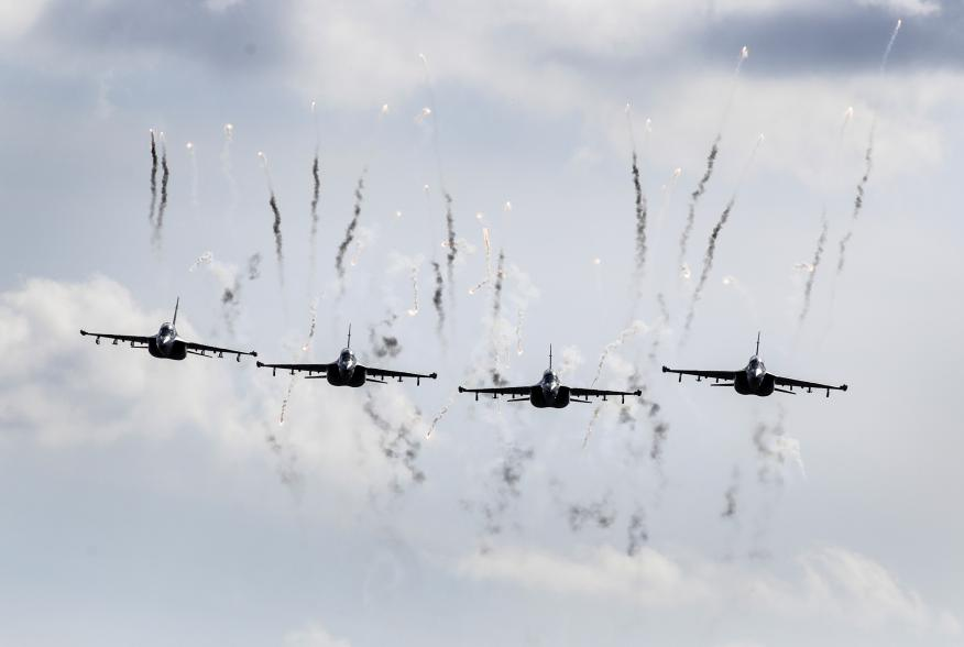 Belarusian military jets fly during the Zapad 2017 war games near the village of Volka, Belarus September 19, 2017. REUTERS/Sergei Grits/Pool