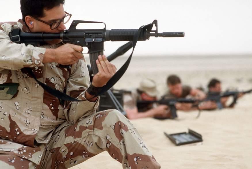 https://en.wikipedia.org/wiki/CAR-15#/media/File:USAF_MP_with_Colt_Commando.JPEG