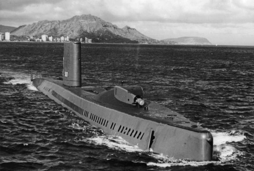 https://en.wikipedia.org/wiki/USS_Halibut_(SSGN-587)#/media/File:USS_Halibut_with_bow_thruster.jpg