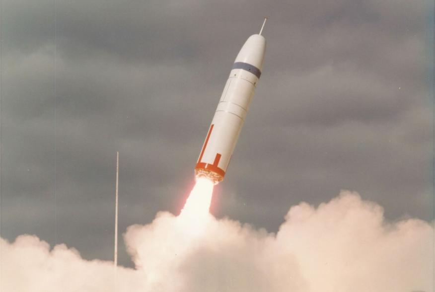 https://upload.wikimedia.org/wikipedia/commons/9/96/Trident_C4_first_launch.jpg
