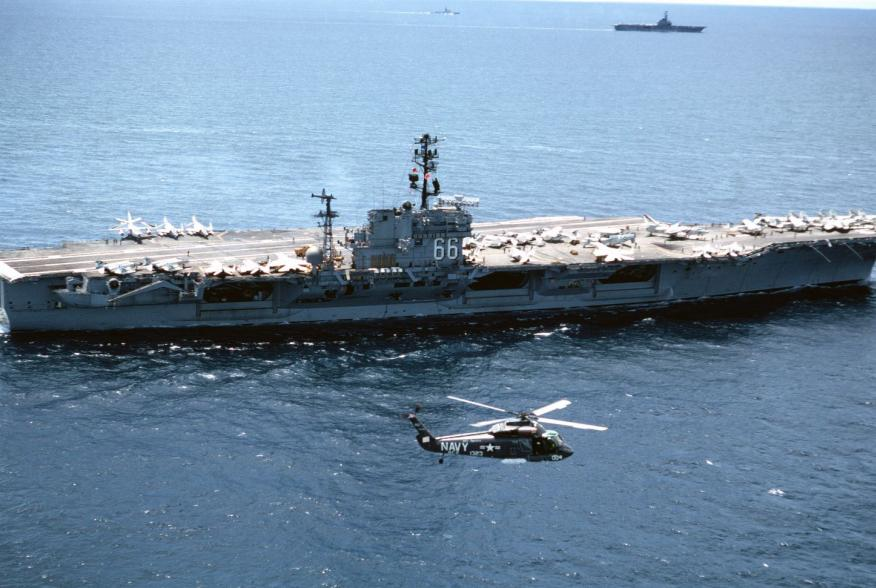 By US Navy - U.S. DefenseImagery photo VIRIN: DN-ST-88-04303, Public Domain, https://commons.wikimedia.org/w/index.php?curid=3156642