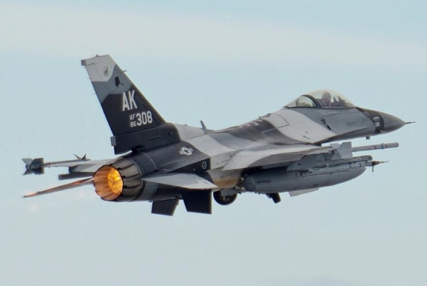 Picture f-16 fighting falcon