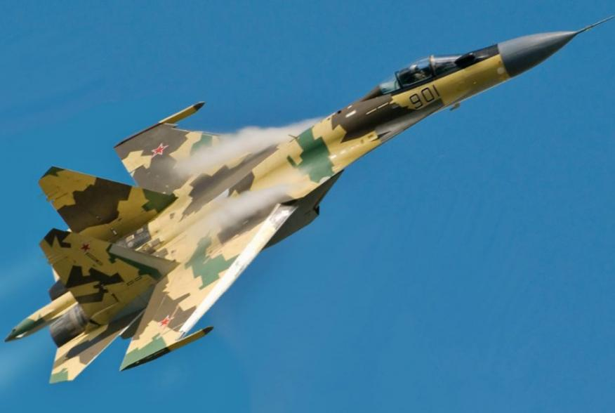 Su-35 in flight.