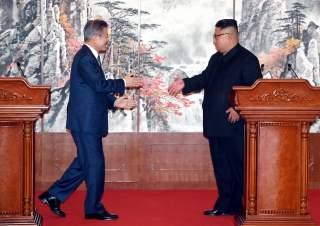 South Korean President Moon Jae-in and North Korean leader Kim Jong Un attend a joint news conference in Pyongyang, North Korea, September 19, 2018. Pyeongyang Press Corps/Pool via REUTERS