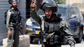 An Israeli border policeman gestures during a raid after the Israeli military said an Israeli soldier was found stabbed to death near a Jewish settlement, in Beit Fajjar in the Israeli-occupied West Bank August 8, 2019. REUTERS/Mussa Qawasma